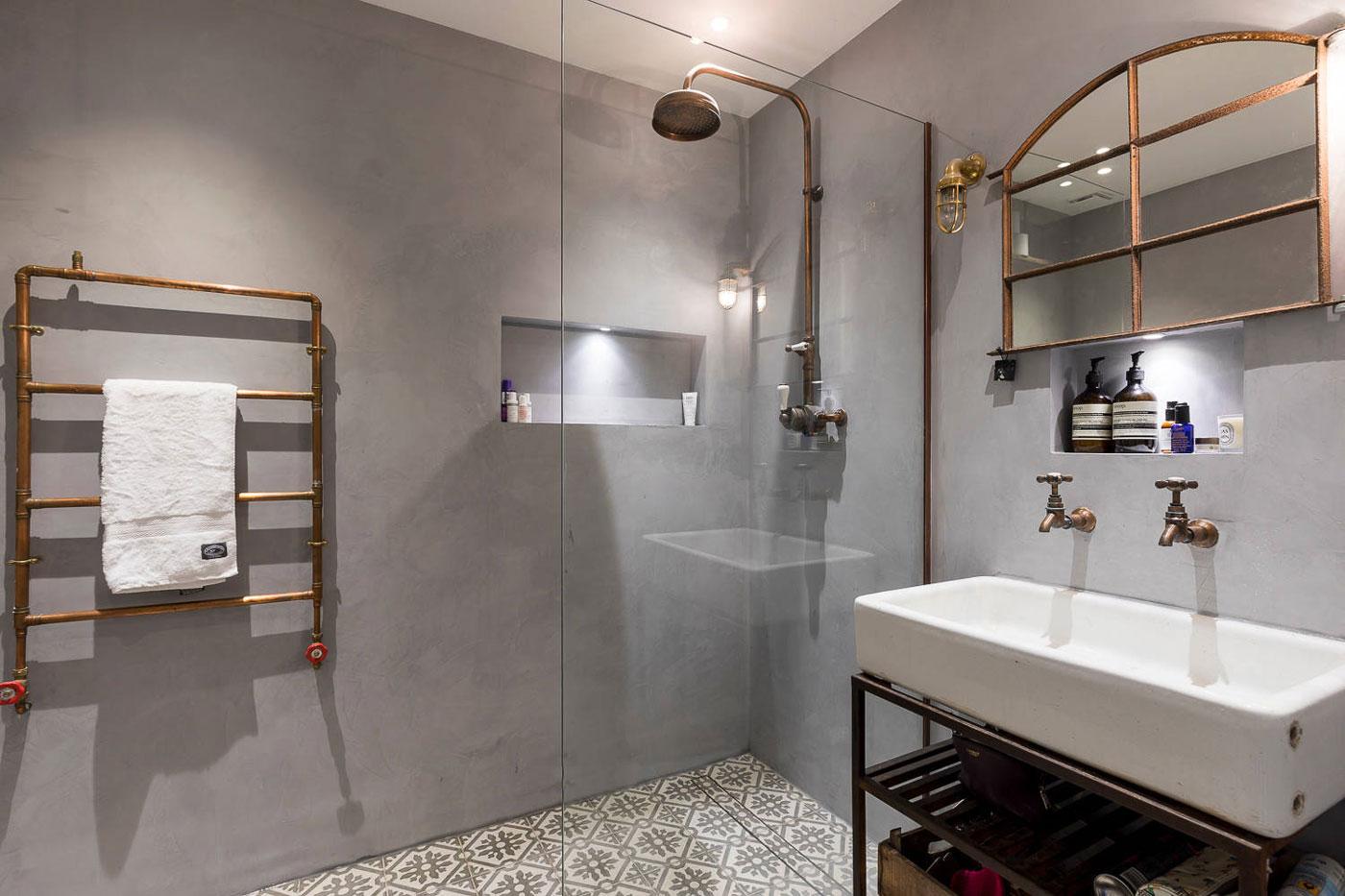 Minimalistic industrial bathroom