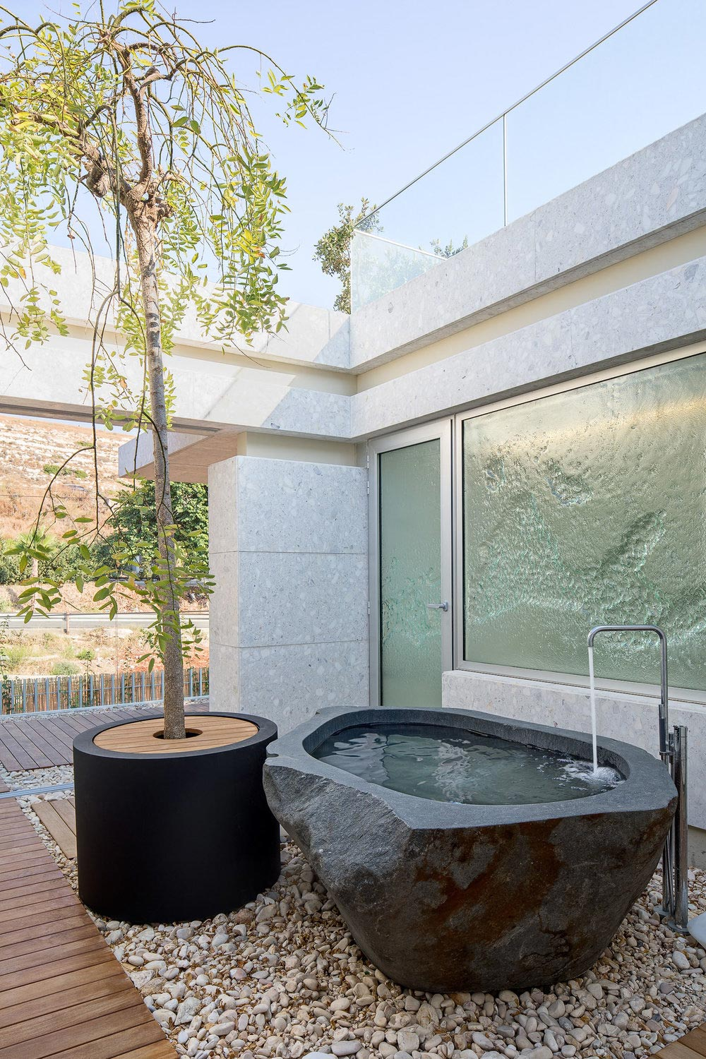 Outdoor natural stone bath