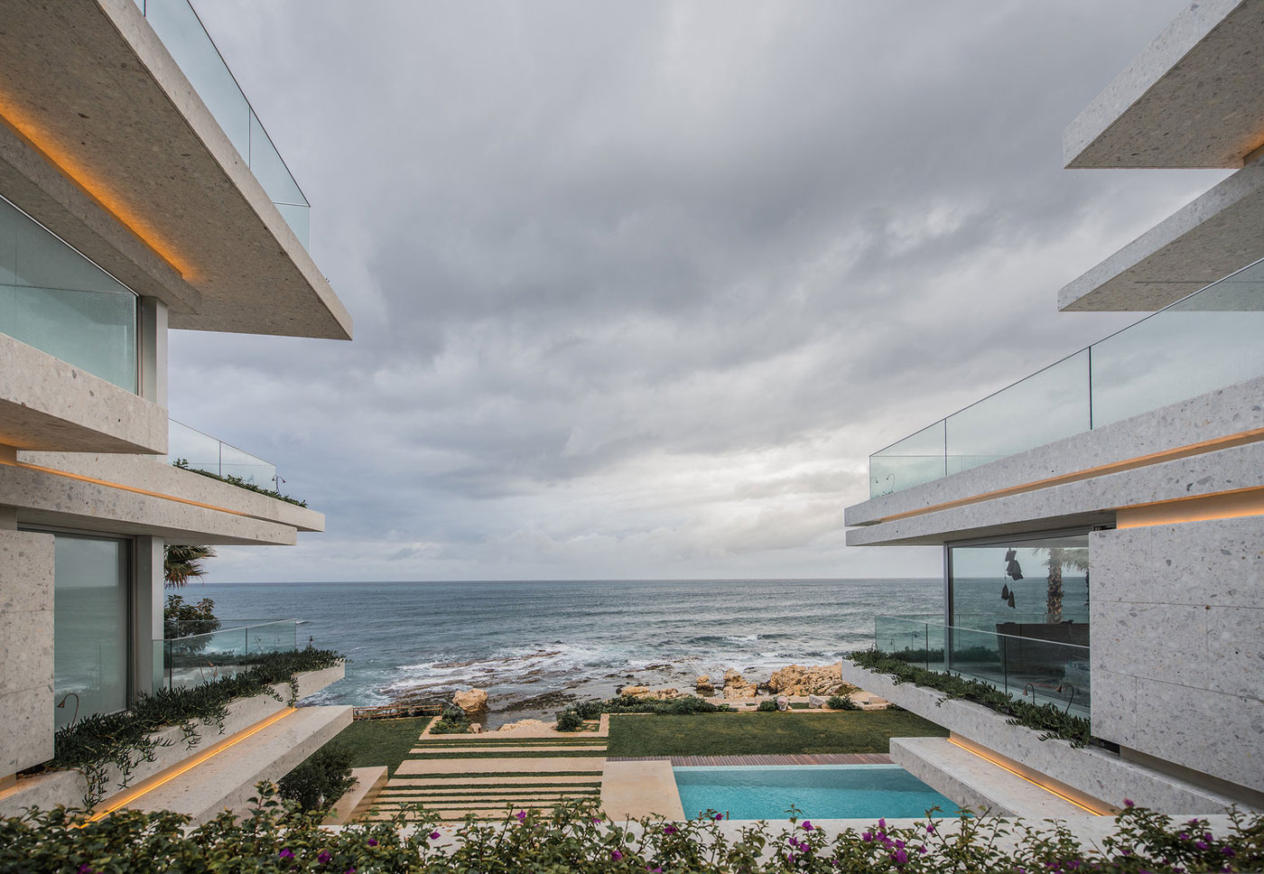 Pool, beach & sea